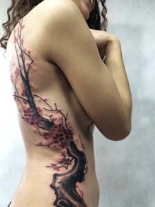 适合性感女生的梅花纹身图片