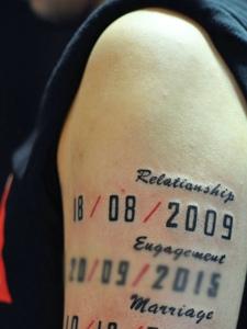 大臂英文与数字一起的纹身刺青