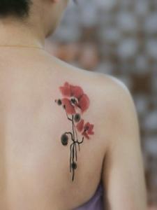 性感饶人的罂粟花纹身图片