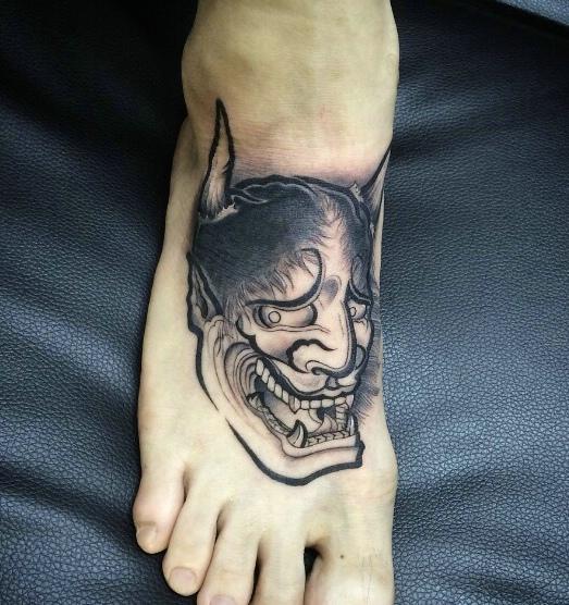 处在脚背上的小般若纹身刺青很低调