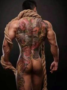 肌肉男士满背彩色大图腾纹身图案