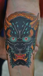 手臂上的凶恶夜叉纹身