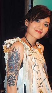 范晓萱手臂上的龙纹身