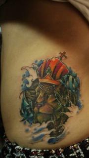 腰部时髦时尚的一枚狮头纹身图案