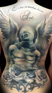 满背天使和玫瑰纹身图案