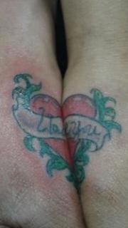 情侣手腕处心形刺青图片