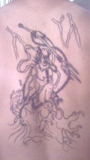 男性后背简单的夜叉纹身