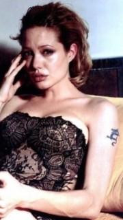 性感女神安吉丽娜朱莉手臂龙纹身