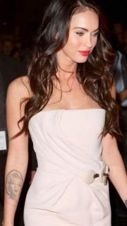 梅根福克斯手臂玛莉莲梦露纹身图案