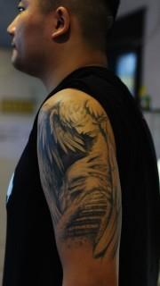 男人手臂欧美天使纹身图