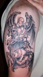 手臂天使和恶魔纹身图案