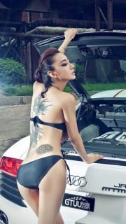 车模金美辛背部美人鱼纹身