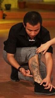 文章腿部时尚的图腾刺青