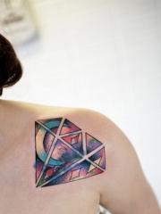 漂亮精美的肩部钻石纹身图案