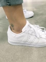 极简主义脚踝小纹身
