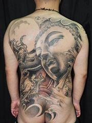 传统经典的满背佛纹身