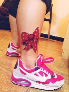 小腿部3d大蝴蝶结纹身刺青