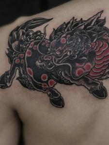 后背经典传统小麒麟纹身刺青