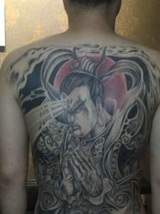 遮盖整个背部的经典二郎神纹身图案