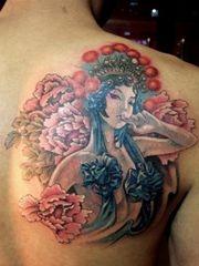 肩部漂亮的花旦纹身图案大全