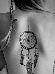 能带来好运的背部捕梦网纹身图案
