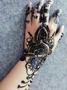 适合女生的美丽海娜纹身图片