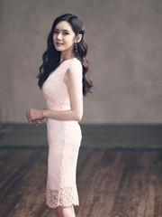 秋瓷炫粉裙写真