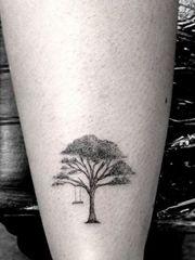 简约清新的小树纹身