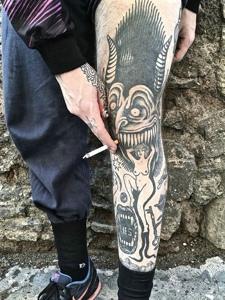 潮男腿部个性独特的黑灰纹身图案