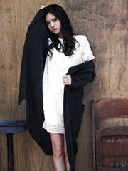 秋瓷炫毛衣白裙写真
