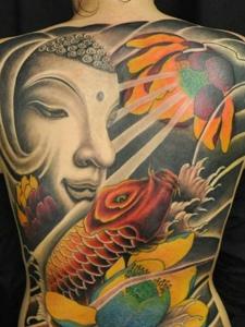 如来佛与鲤鱼结合的满背彩色纹身图案