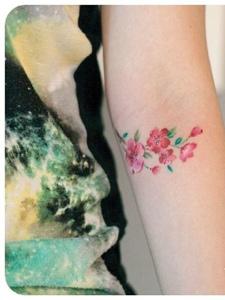 个性花朵纹身参考