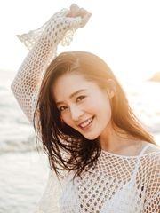 李沁海边写真曝光 笑容明媚小露性感