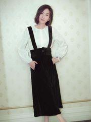 杨恭如初夏写真大片 黑白背带裙文艺十足