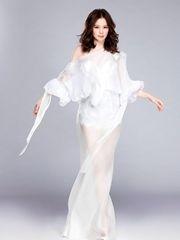 徐若瑄产后复工拍广告秀完美身材