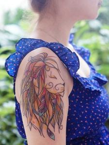 手臂水彩狮子纹身图案威武十足