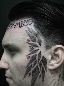 外国男士头部的另类个性图腾纹身刺青