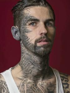 外国男士满身另类纹身刺青个性十足