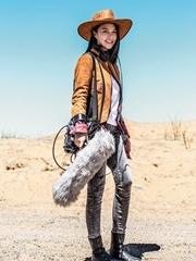 谭维维曝光沙漠写真 助力公益致敬自然