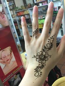 让人羡慕不已的手臂海娜纹身刺青
