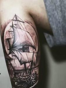 包小腿黑白帆船纹身图案具有男人味