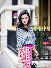 田海蓉曝国外街拍 轻盈优雅漫步巴黎街头