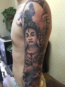 手臂经典佛像纹身图案回头率很高