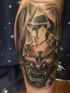 包小腿经典大气的黑灰般若纹身图案
