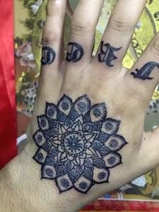 有创意的手背时尚梵花纹身图案