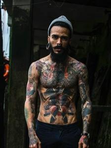 印度男子满身图腾纹身刺青惊呆所有人