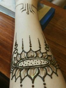 简单时尚的精美海娜纹身图案