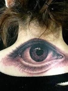 炫酷无敌的脖子后背3d眼睛纹身图案