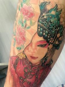 最受欢迎的一款手臂传统花旦纹身图案