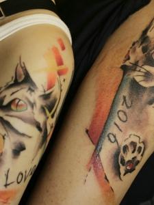 一对情侣花猫手臂纹身刺青